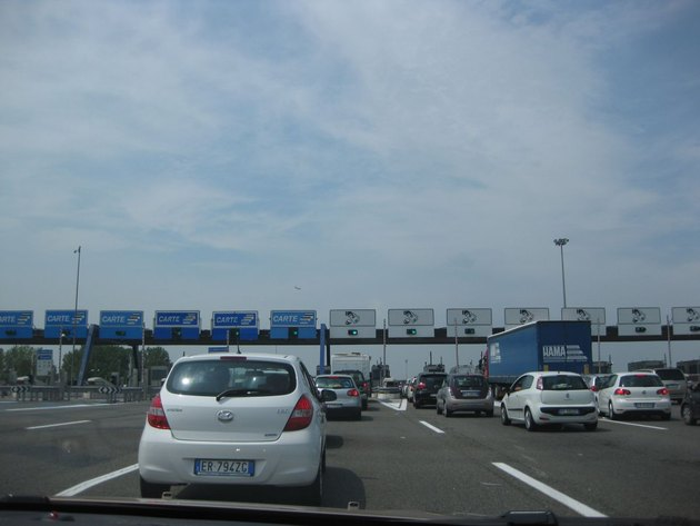 War to all tolls in Italy! you are expensive!