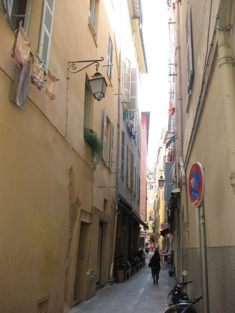 The narrow streets of Nice